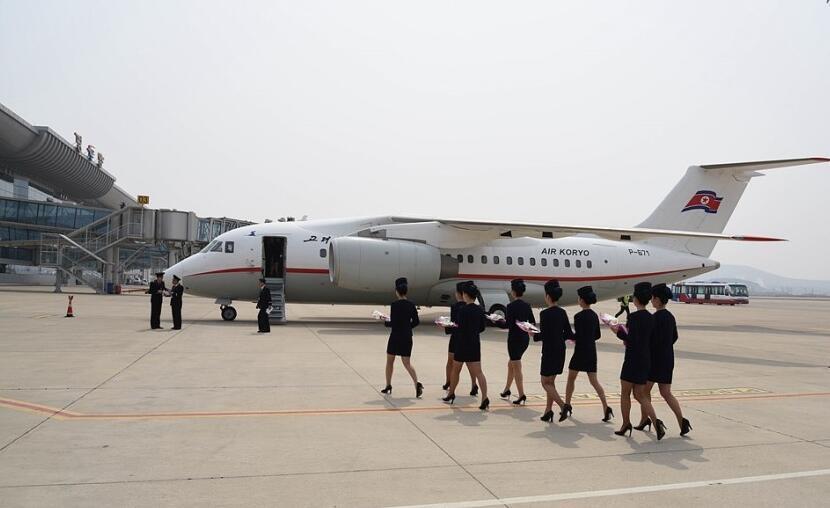 丹东到平壤国际航线已开通 北京时间  朝鲜空姐捧花迎接!