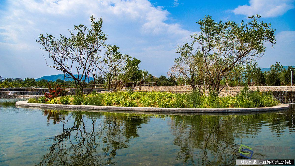 北京昌平滨河森林公园添叠水景观