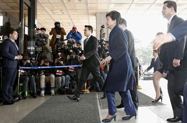 3月21日上午,朴槿惠进入首尔中央地方检察院准备接受讯问