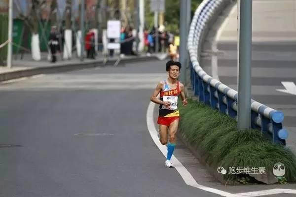 """2:26的成绩让他喜出望外:""""这次状态超出我的想象。最后跑出这个成绩自己也没预料到的,跑完给我很大的信心。"""""""