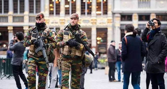 布鲁塞尔发生恐袭后,警方展开反恐行动