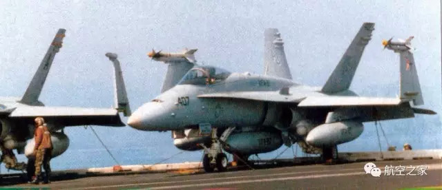    文/陈光 编辑/乔善勋 严峻的挑战和历史的机遇 20世纪60年代中、后期,航空发动机面临了两方面的严峻挑战:一是由美国空军提出来的,要发展具有高机动性能的空中优势战斗机,它要求装用推重比为8.0一级的新一代加力涡扇发动机; 二是由美国空军及民用航空运输业提出来的,分别要求发展远程战略运输机及远程大型宽体机身旅客机,这两种飞机均要求发动机的耗油率比当时的涡轮风扇发动机降低1/3左右、推力增大1.