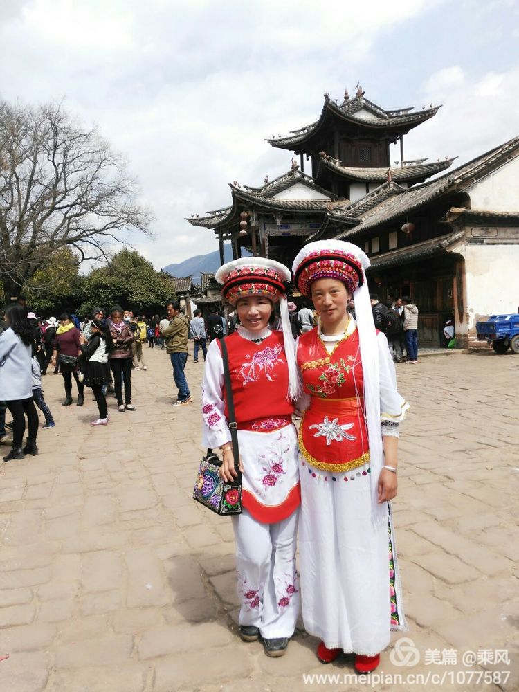 真正传统的白族服饰其实是鹤庆所见的简单而更生活化的.