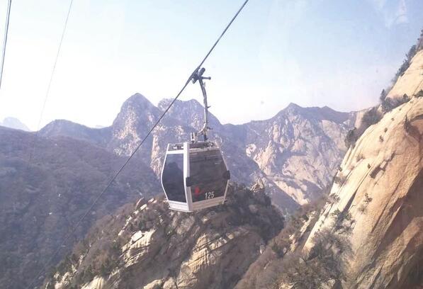 华山西峰索道运营10年无土地使用证 未通过环评图片
