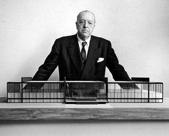 路德维希·密斯·凡德罗(Ludwig Mies van der Rohe, 1886–1969)