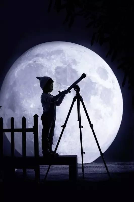 儿童写真客片欣赏丨我愿化身为小小科学家,探索远处的月亮